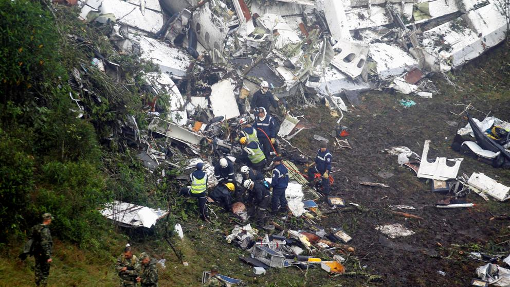 Autoridades colombianas confirman muerte de 76 personas en accidente de avión